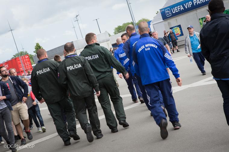 La division nationale de lutte contre le hooliganisme l for Police nationale lille